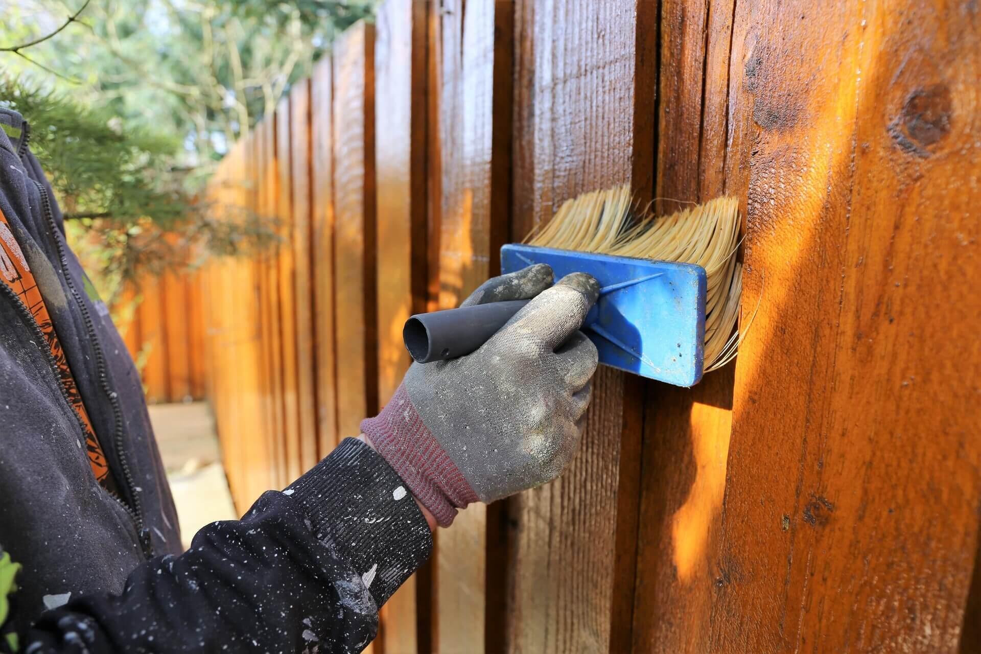 Come verniciare una staccionata di legno