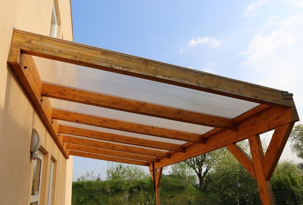 Passaggi per realizzare una tettoia fai da te in legno lamellare o massiccio