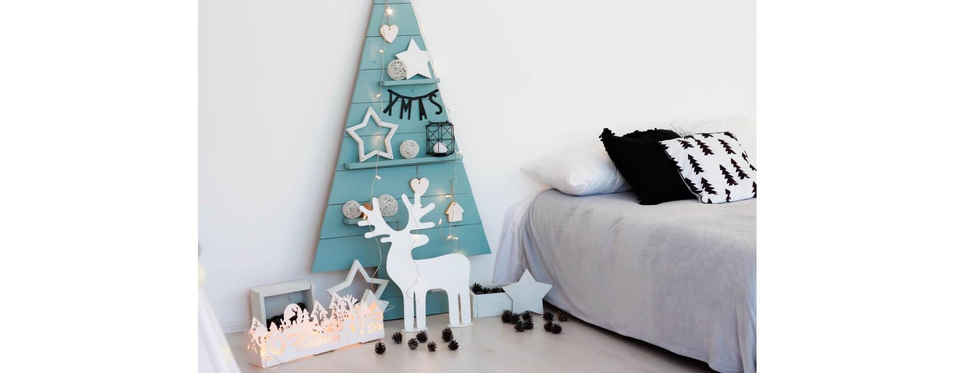 Albero di Natale con listelli in legno (e non solo): ecco tante idee per realizzarlo