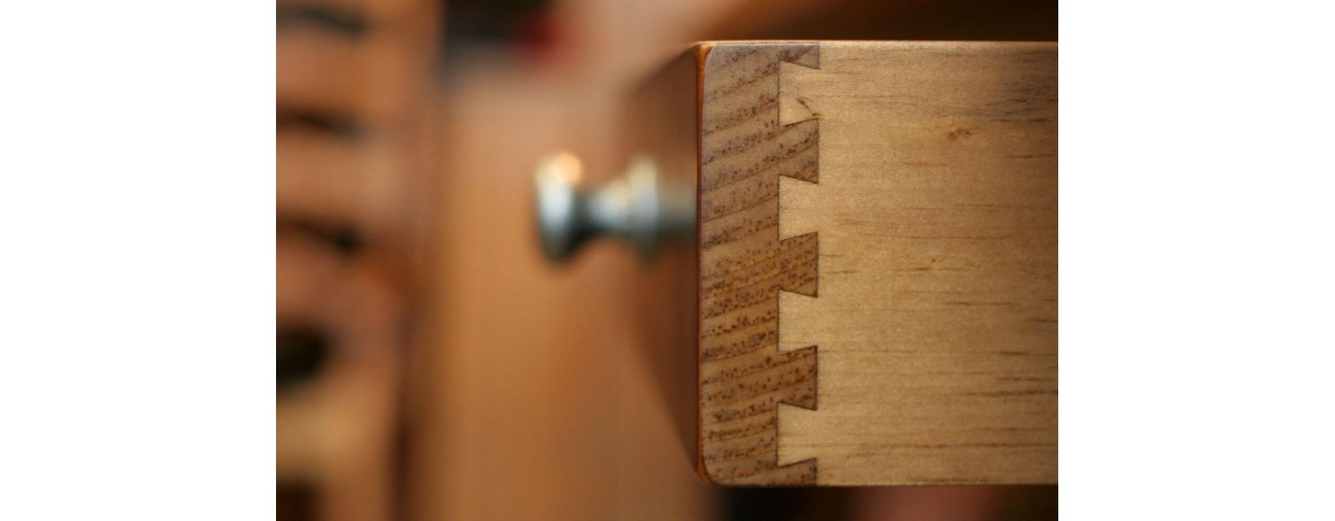 Incastro a coda di rodine e a pettine nel legno: differenze e realizzazione